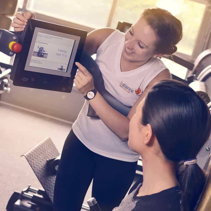 Beim Training an den 4e Fitnessgeräten gibt die Maschine die ideale Übungsfrequenz vor.