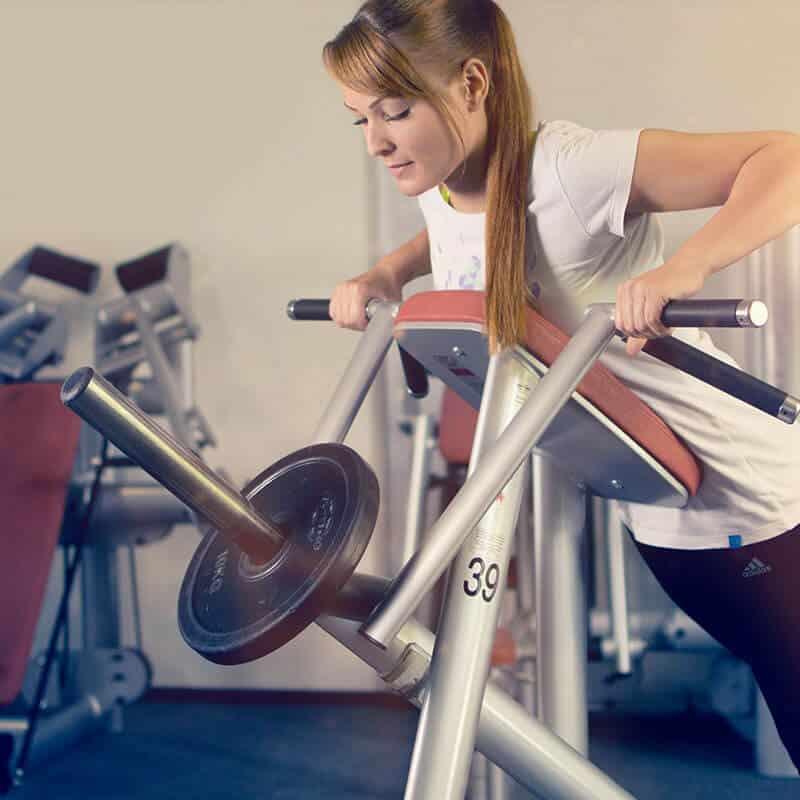 Das kontrollierte Rückentraining mit Gewichten steigert das Wohlbefinden auch von Sportlern mit Vorerkrankungen.