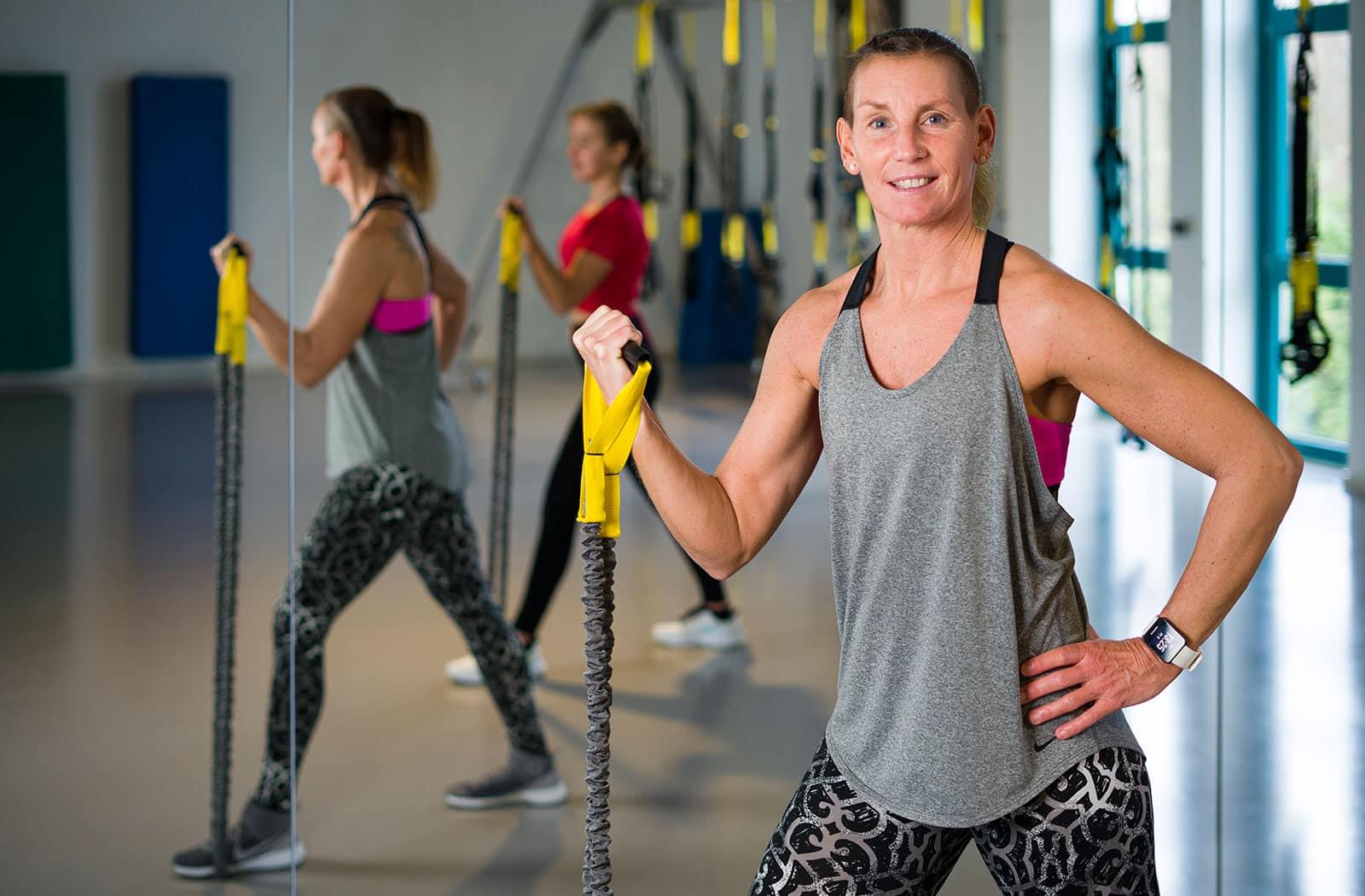 Intensiv kräftigendes Workout, im Kursraum 1 der balance Fitnesslounge, mit dem Fokus Bauch, Beine, Po.