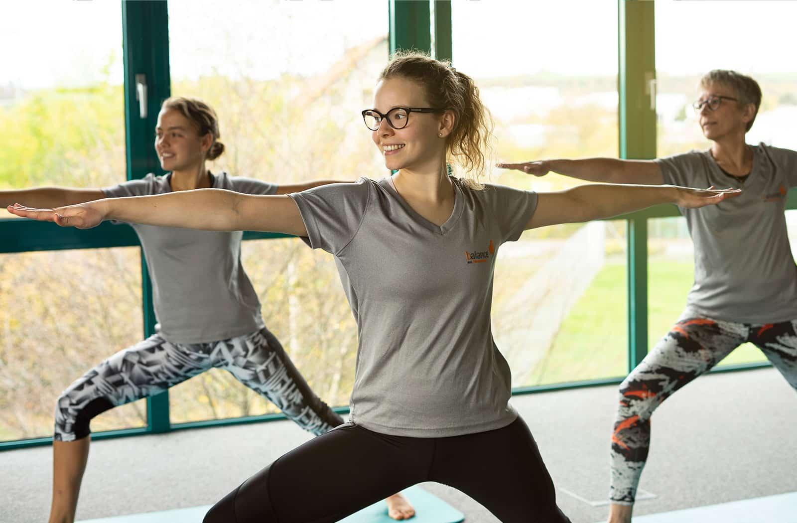 Im Fitnessstudio balance in Kitzingen werden jede Woche verschieden Yoga-Workouts angeboten. Aktuell sind dies: Hatha Yoga, Chakra Yoga, Yoga Moves sowie TRX Yoga.