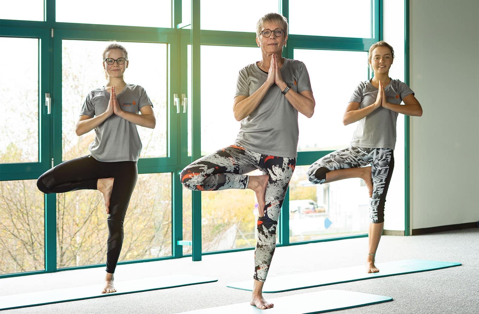 Im Kitzinger Fitnesscenter balance finden mehrmals die Woche unterschiedliche Fitnesseinheiten zum Thema Yoga statt.